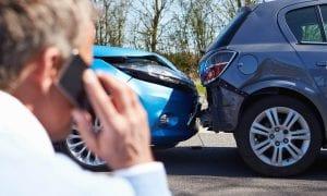 car-accident_man_phone